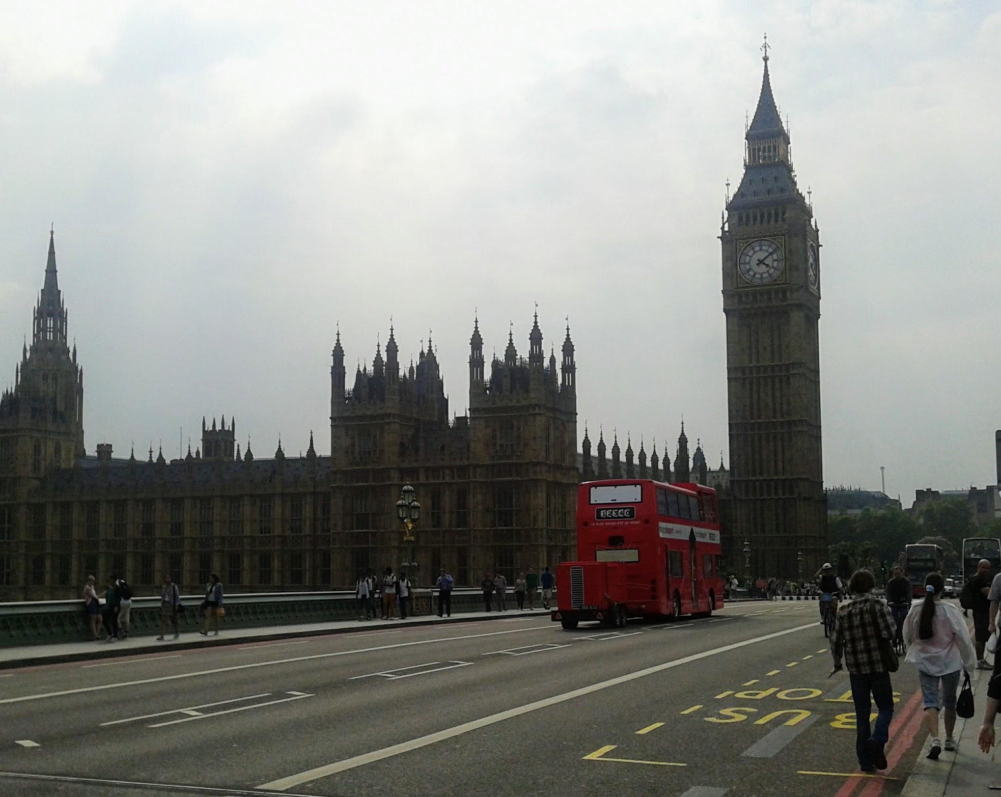 geld abheben london